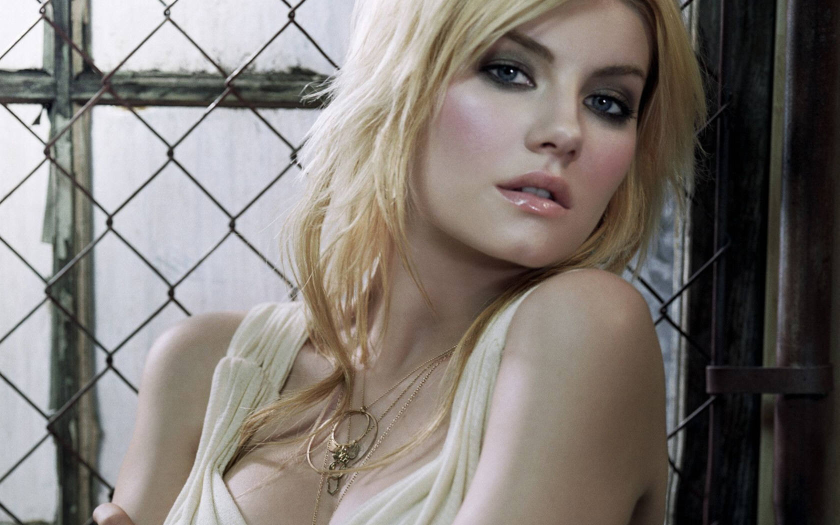 Elisha Cuthbert Wallpapers, 195.65 Kb